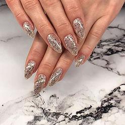 That glitter 🤤😍✨ #newyearsnails #nails