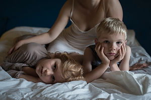 Laurence et ses enfants HD.jpg