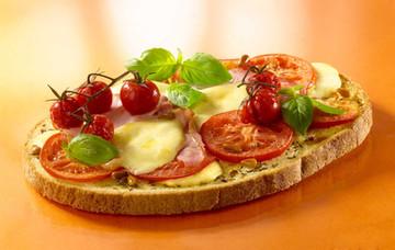 Bruschetta-Tomate-Mozzarella.jpg