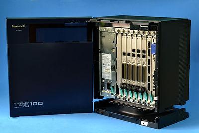 La planta telefónica Panasonic kxtda100 es un equipo de comunicacion para las empresas pymes