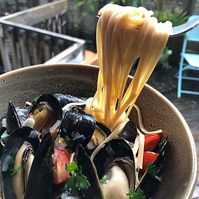 Mussels in White Wine Sauce with Whole W
