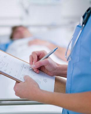 Nurse maken van aantekeningen