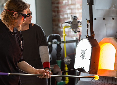 BlueGlass event combines glass blowing and bluegrass music