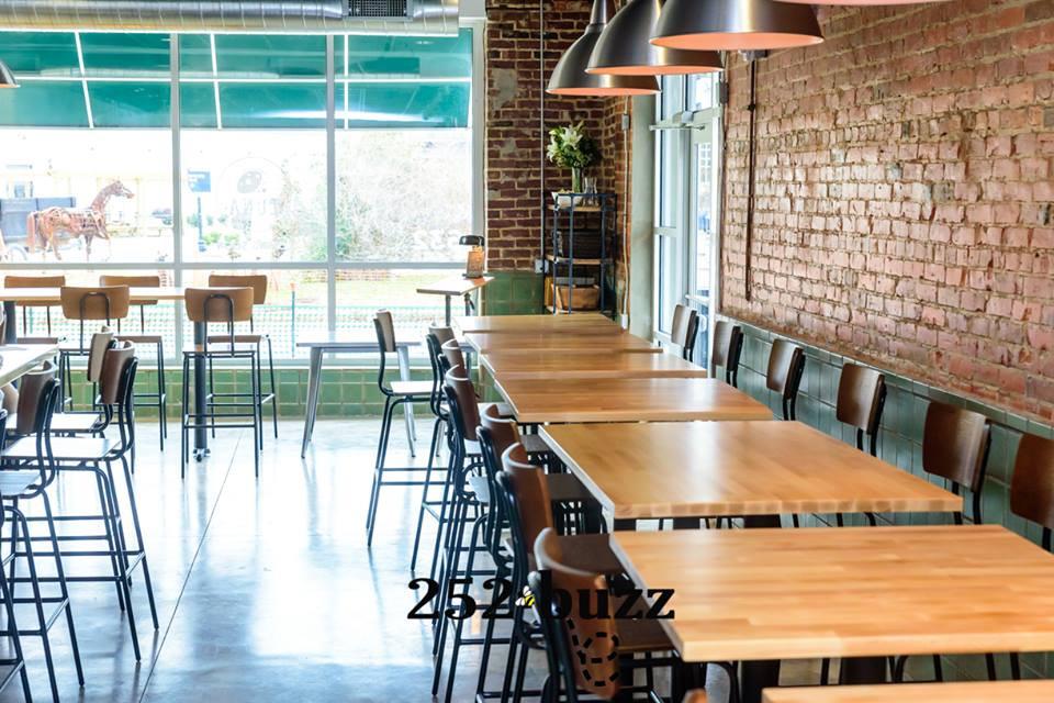 Luna Pizza Cafe's interior