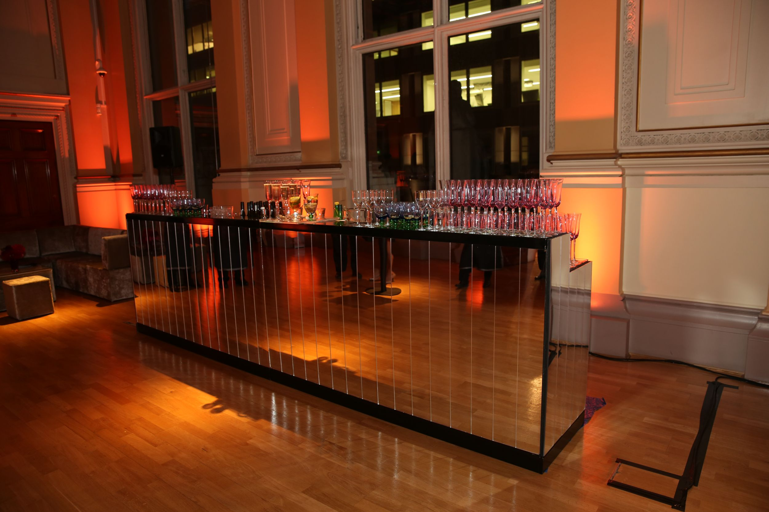 MIRRORED BAR