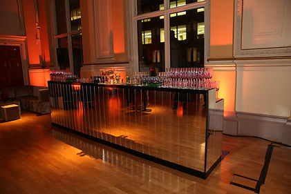 MIRRORED BAR BLACK