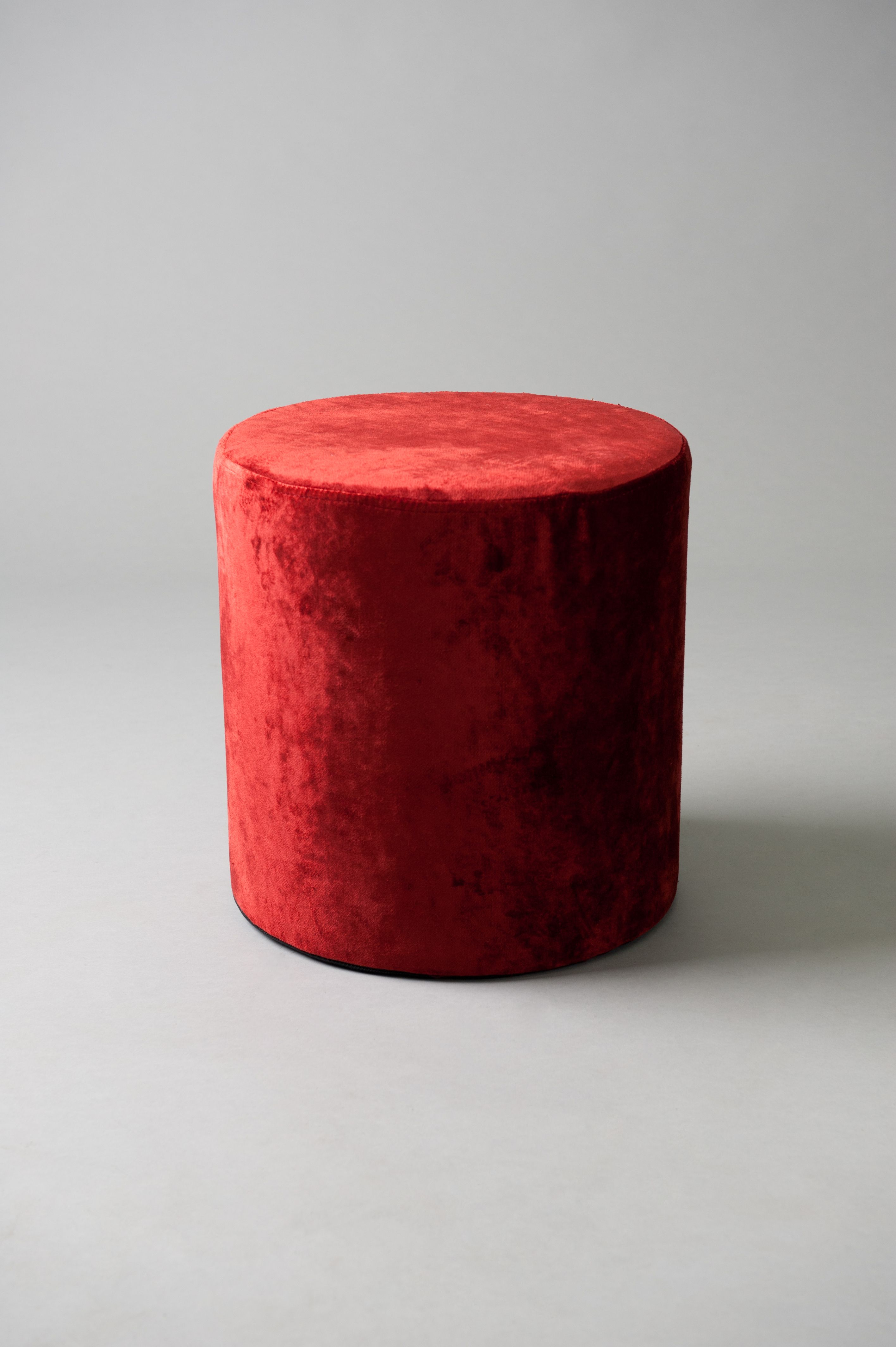 Red round pouf