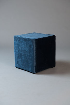 Small square pouf blue velvet living.jpg