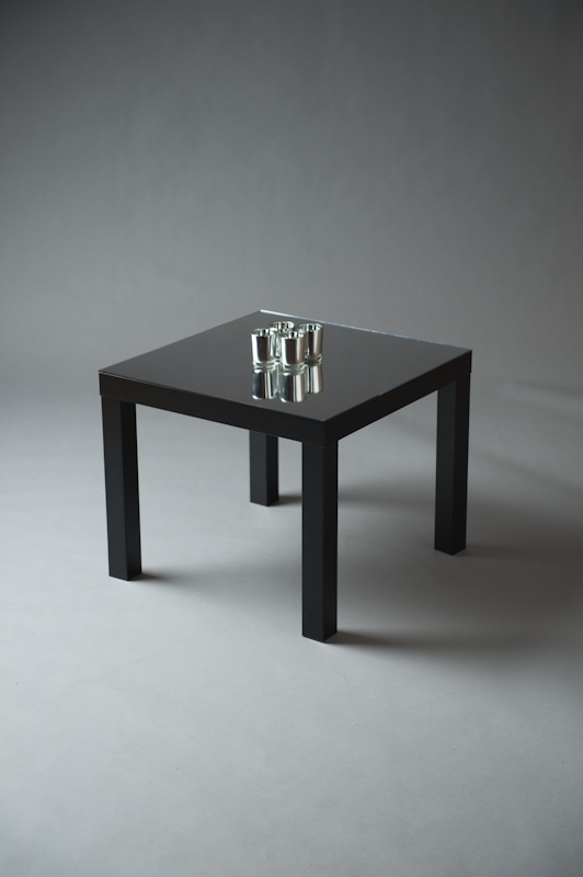 Square_black_mirrored_table_velvet_livin