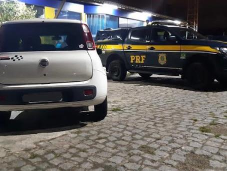 Carro roubado no município de Fátima é recuperado pela PRF em Aracaju