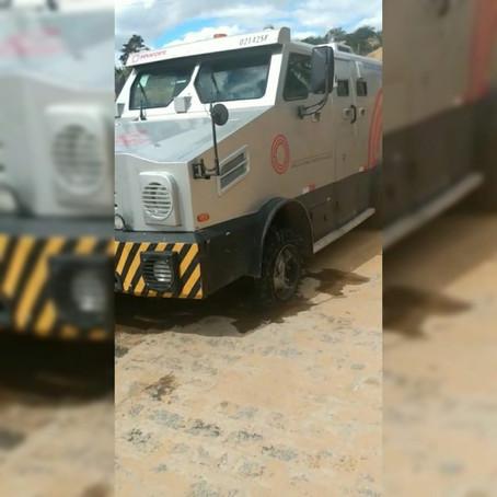 Paulo Afonso: Criminosos tentam assaltar carro-forte na BA-210