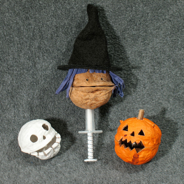 Light-up Walnut Skull, Witch and Pumpkin