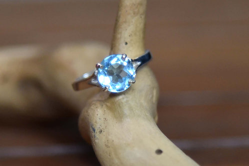 Blue Topaz Ring - Sterling Silver - Size: 6