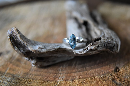 Blue Topaz Silver Ring - Size: 5