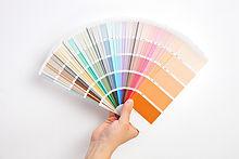 Hand Holding farveprøver
