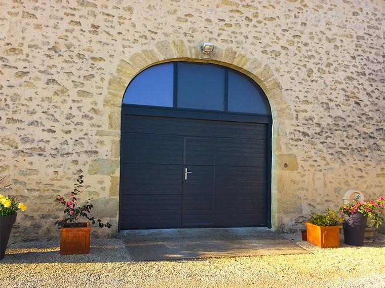 porte-de-garage-rainuree-avec-portillon1