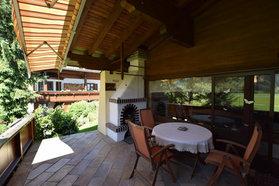 Terrasse mit offenem Kamin