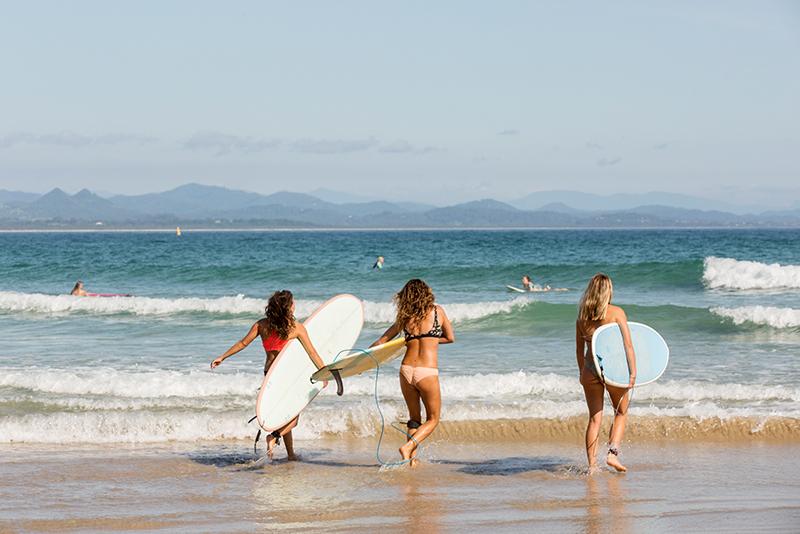 wave-surfing-byron-bay-aloha-courtesy-destination-nsw