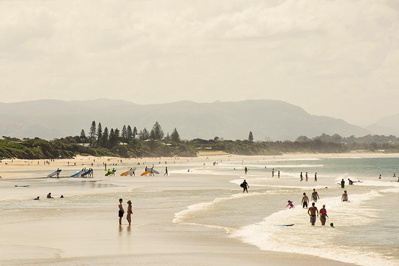 beach-walking-byron-bay-aloha-courtesy-destination-nsw