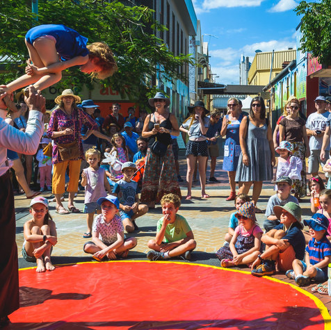 pitts-family-circus-eat-the-street-lismo