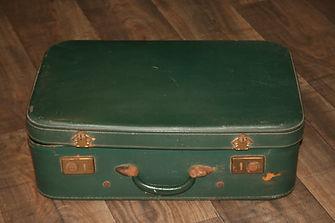 Location décoration, objets mariage valise verte