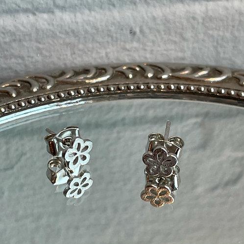 00s Flower Stud Earrings