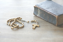 rosary-3936047_1280_edited_edited.png