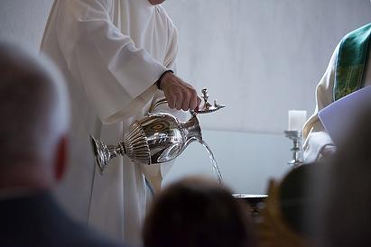 baptism-4010976_640_edited.png