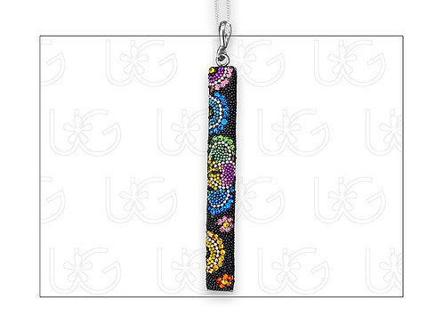 Dije barra huichol vertical GRANDE, elaborado en plata, cristales y micro-perl