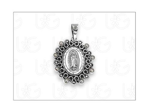 Medalla de la Virgen de Guadalupe de plata con piedras naturales y cadena
