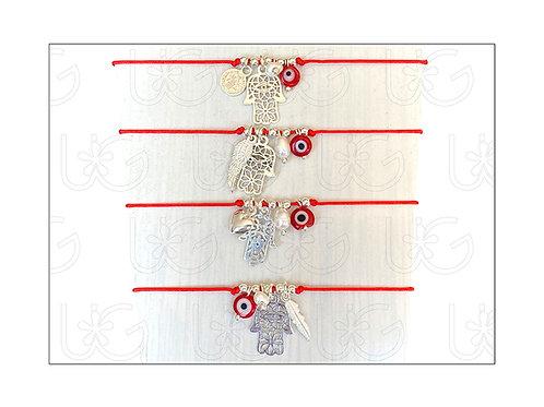 Pulsera de hilo ajustablecon 4 amuletos de plata.