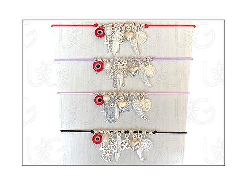 Pulsera de hilo ajustable con 8 amuletos de plata.
