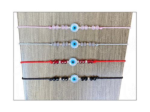 Pulsera de hilo ajustable con ojito de madre perla, cristales y bolitas de plata