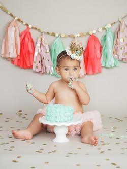 Brielle Cake Smash (1 of 1)
