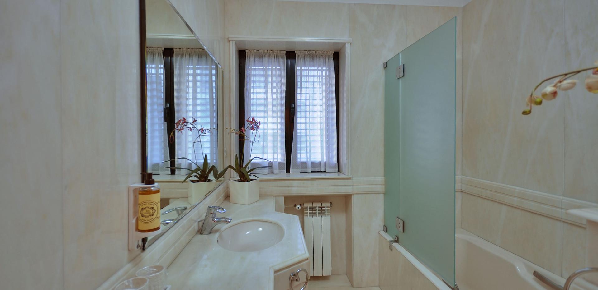 10 Suite jasmim WC.jpg