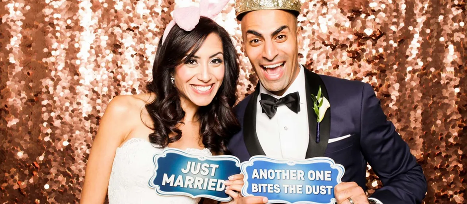 5 Reasons Your Wedding Needs A Photo Booth!