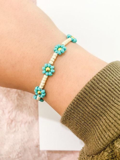 Turquoise Beaded Daisy Bracelet