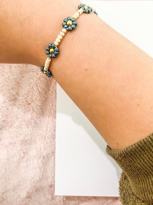 Shiny Blue Beaded Daisy Bracelet