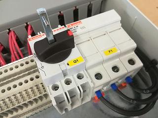 Quadro elettromeccanico avviamento diretto con fusibili, contattori