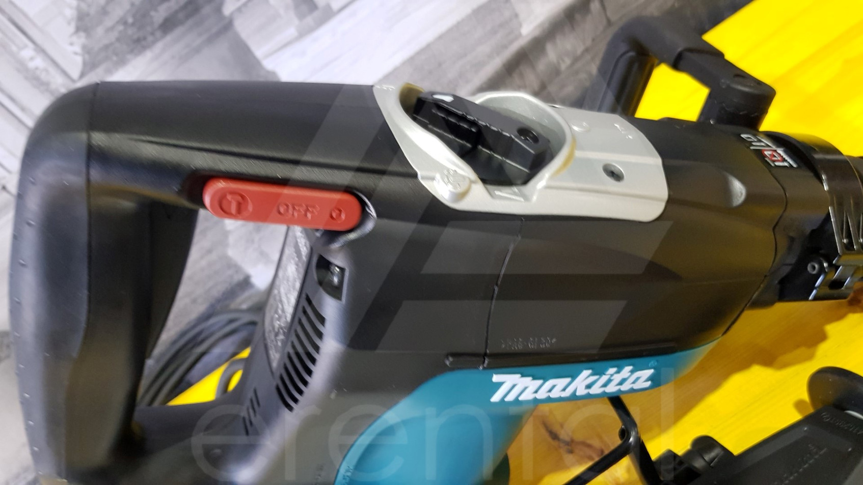 Martello demolitore MAKITA HR4001C