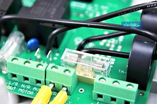 Scheda elettronica con fusibili