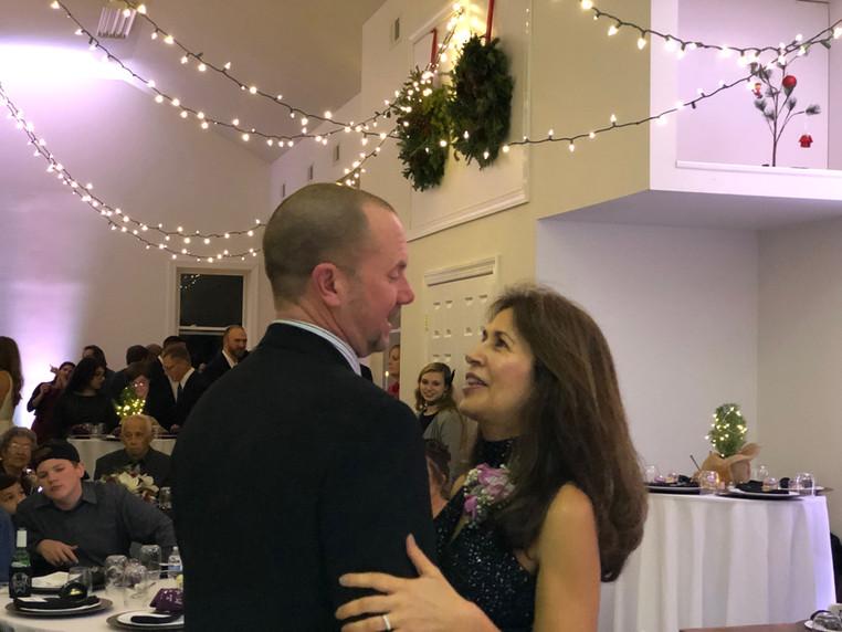 Couple-Dancing-at-Wedding.jpg
