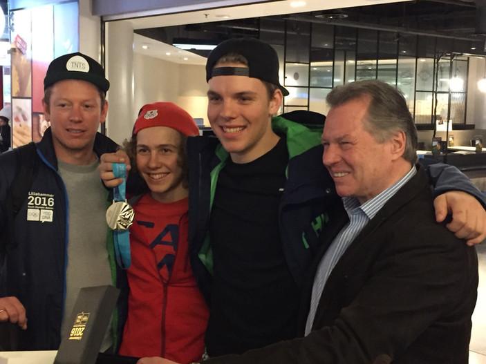 Bart, Sam, Xander en Cor bij vertrek naar YOG in Lillehammer.