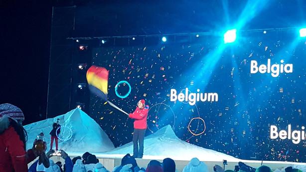 Sam zwaait vlag op YOG.jpg