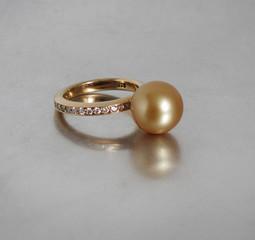 Ring Gold Perle Brillanten