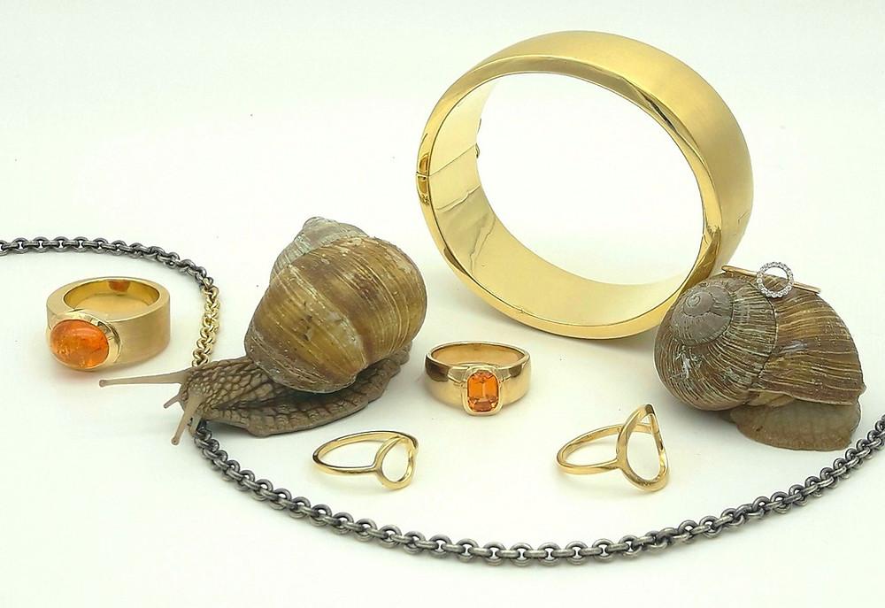 Gelbgold, Mandaringranate und Brillanten sind die Protagonisten von dieser JF Das Atelier Schmuck Kollektion