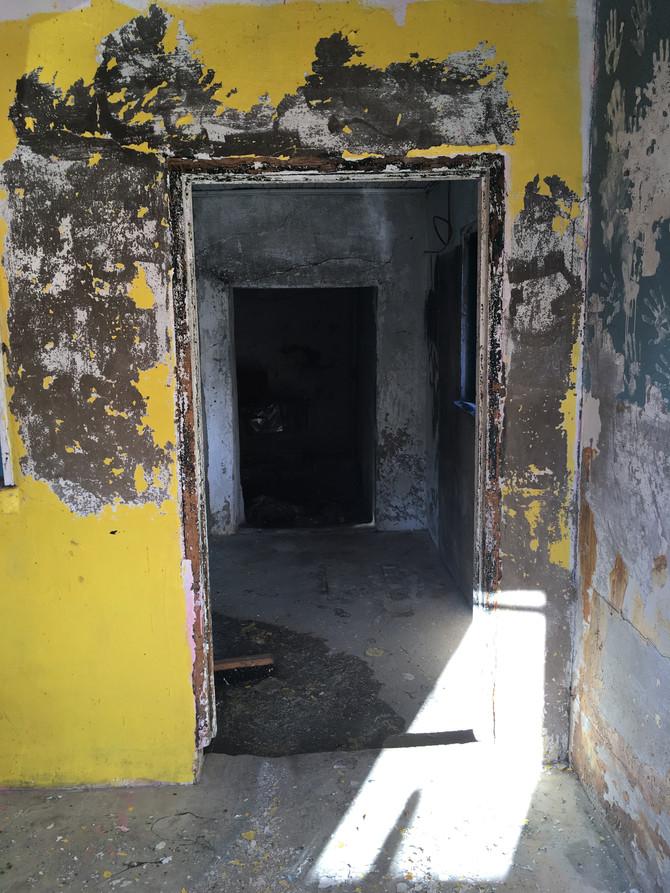 1 milkhouse, 4 doorways