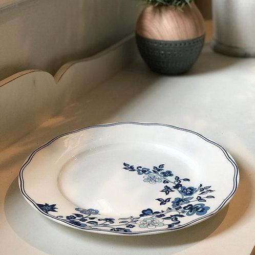Prato branco com desenho