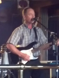 Danny Paradis singing