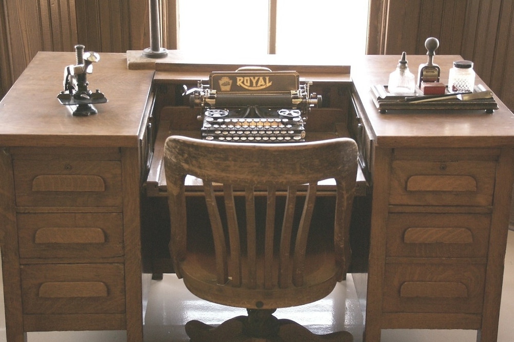 Old wooden desk and typewriter